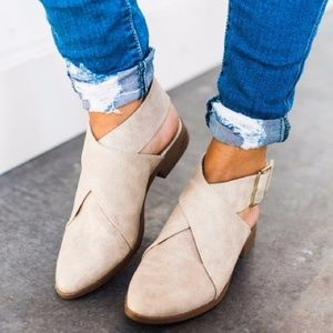 Low flat crisscross booties